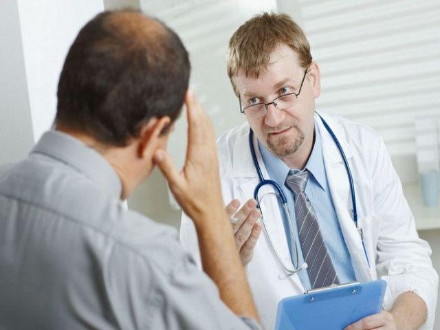 Подробно о причинах и лечении красных прыщиков на головке у мужчин