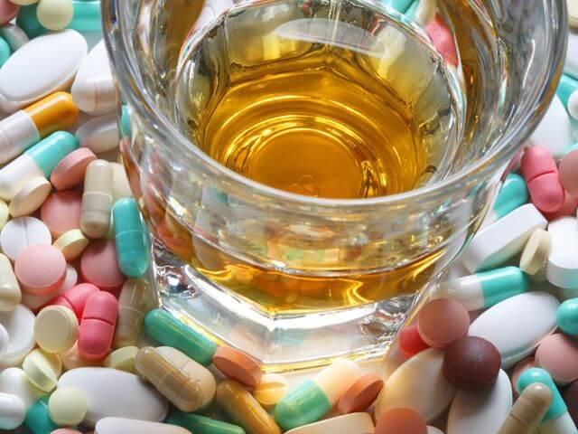 спиртной напиток и лекарства