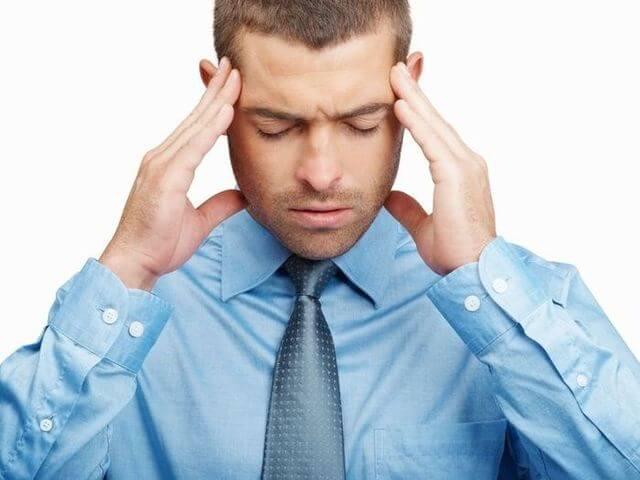 очень сильно болит голова