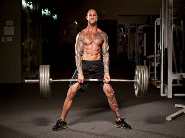 Становая тяга для развития мышц ног