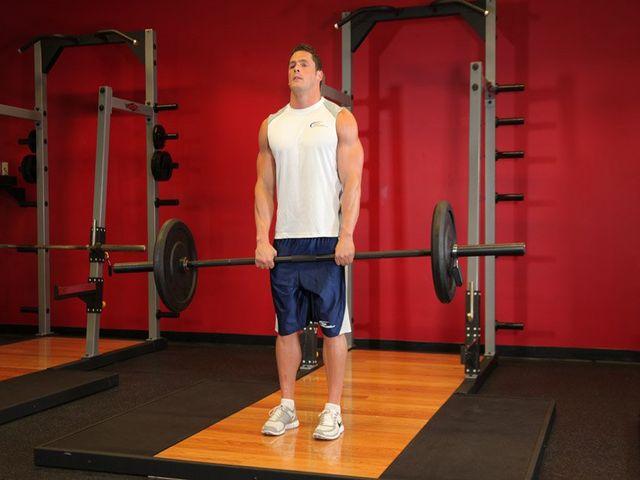 Тренировка плеч с помощью штанги