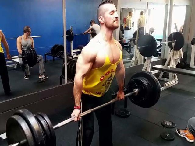 Тренировка трапециевидной мышцы с помощью штанги