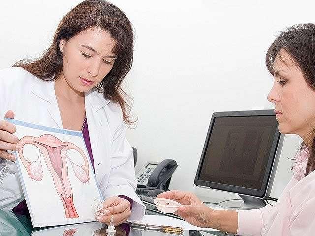 Специалист диагностирует болезнь