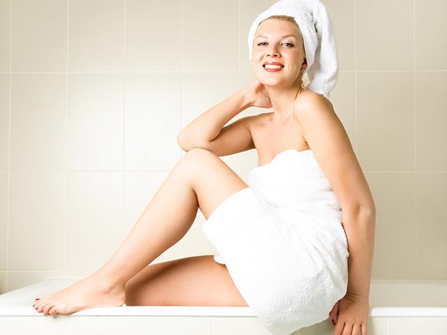 Девушка в полотенце