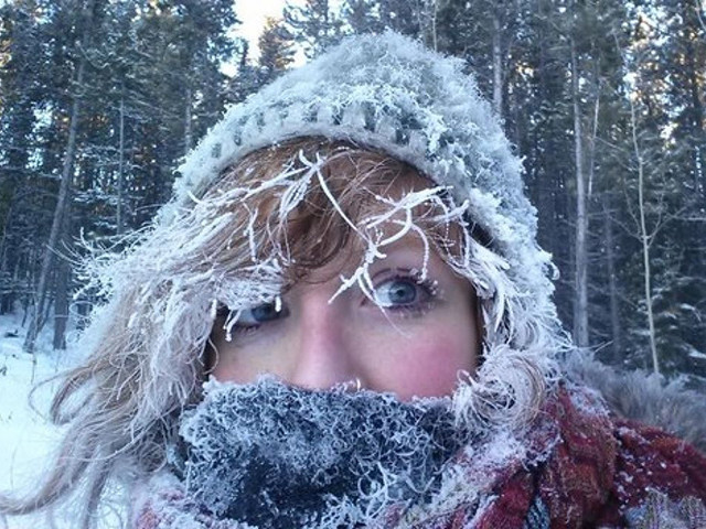 Замерзшая девушка