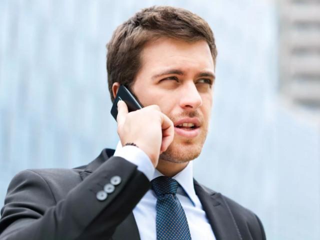 Парень и телефон