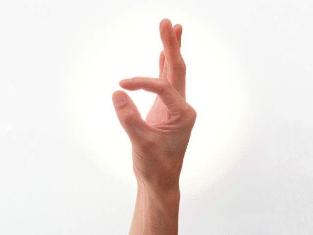 руки образуют кольцо