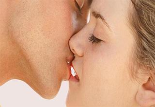 Как целоваться в губы с языком